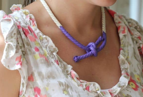 diy nautical painted rope necklace. Black Bedroom Furniture Sets. Home Design Ideas