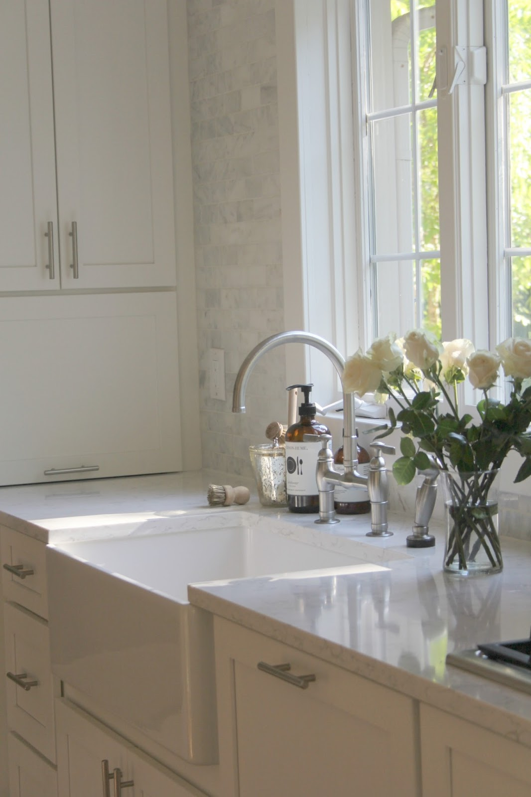 How To Choose The Right White Quartz For Kitchen Countertops Hello Lovely