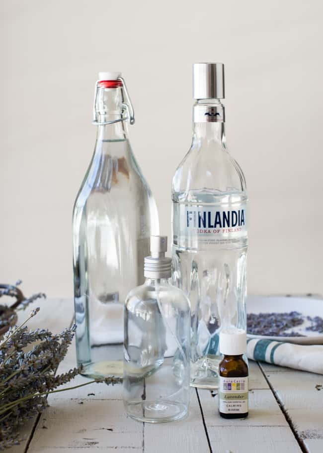 DIY lavender linen spray | HelloNatural.co