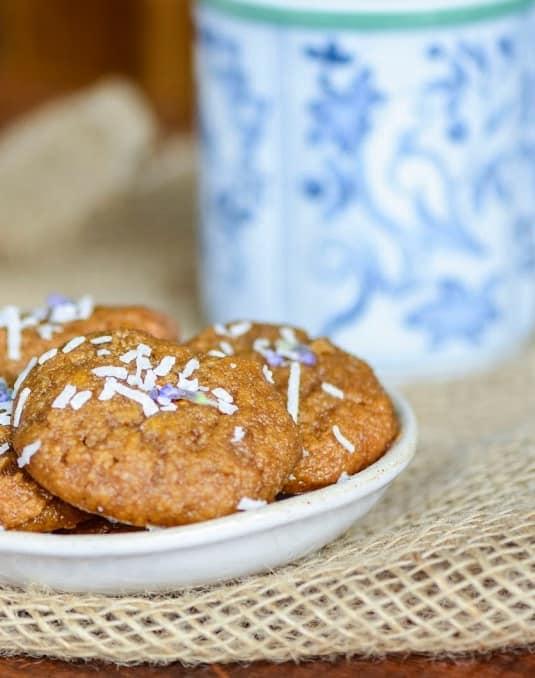 udgy Vanilla & Almond Cookies