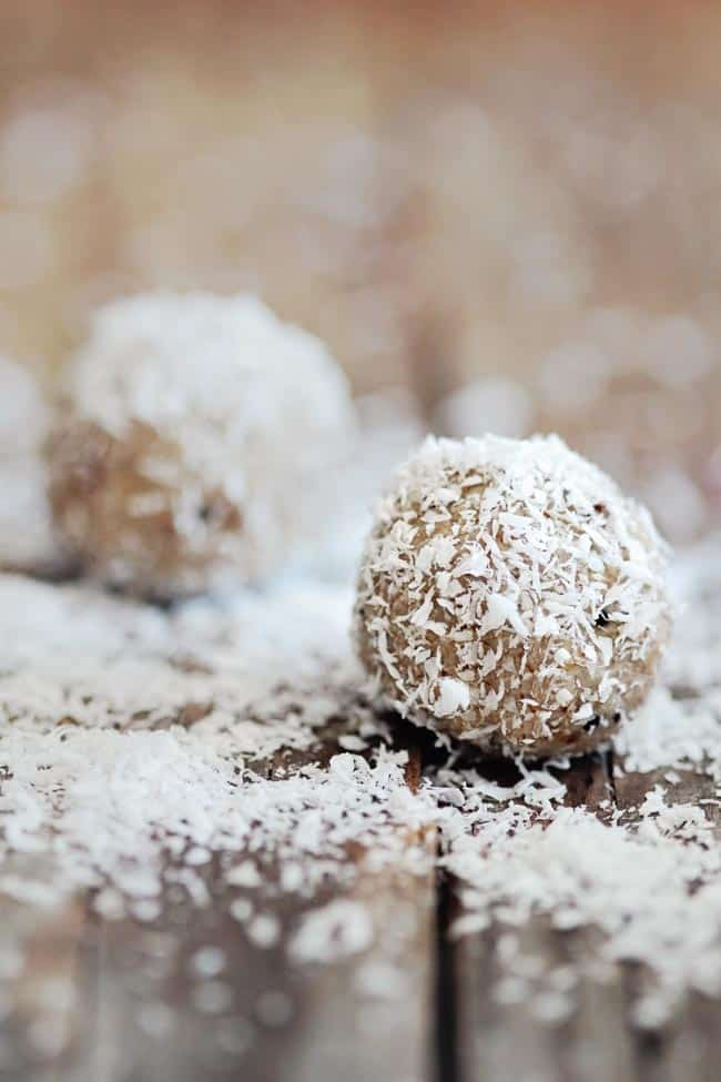 3 Easy (and Vegan) Energy Ball Recipes   HelloNatural.co