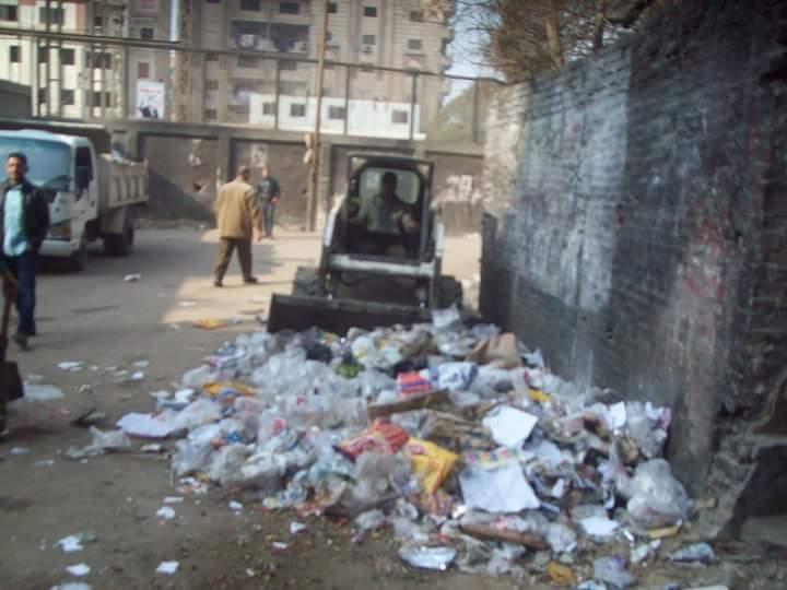 بالصور.. حي حلوان يشن حملة لتجميل وتنظيف شوارع حلوان.