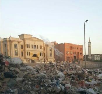 مقلب نفايات وقمامة خلف مدينة الموظفين في حلوان والأهالى يستغيثون