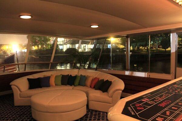 yacht rental in chicago
