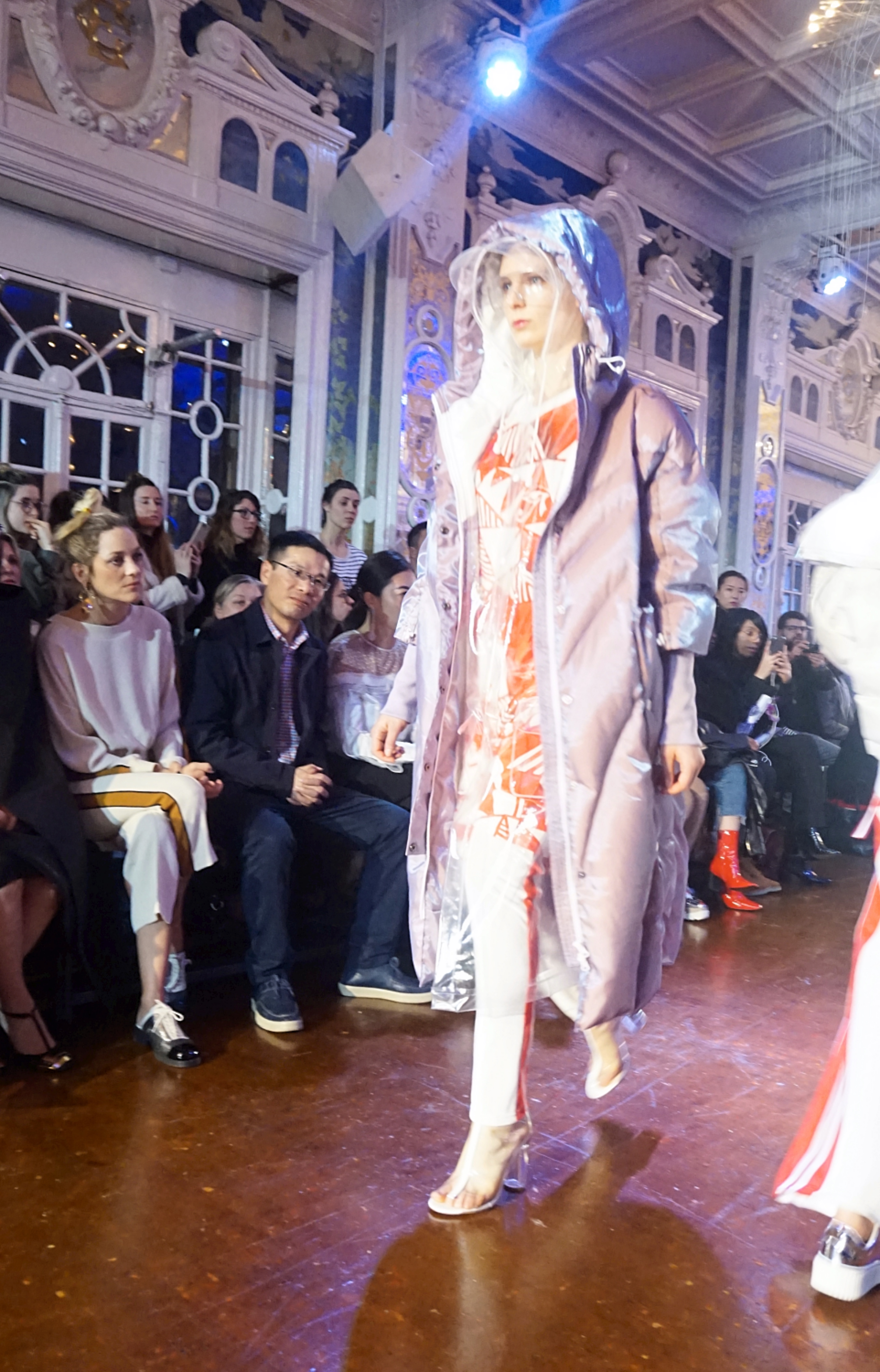 Salon Miroir Paris Eral Fashion Show Chinese Brand Presents Its First Show