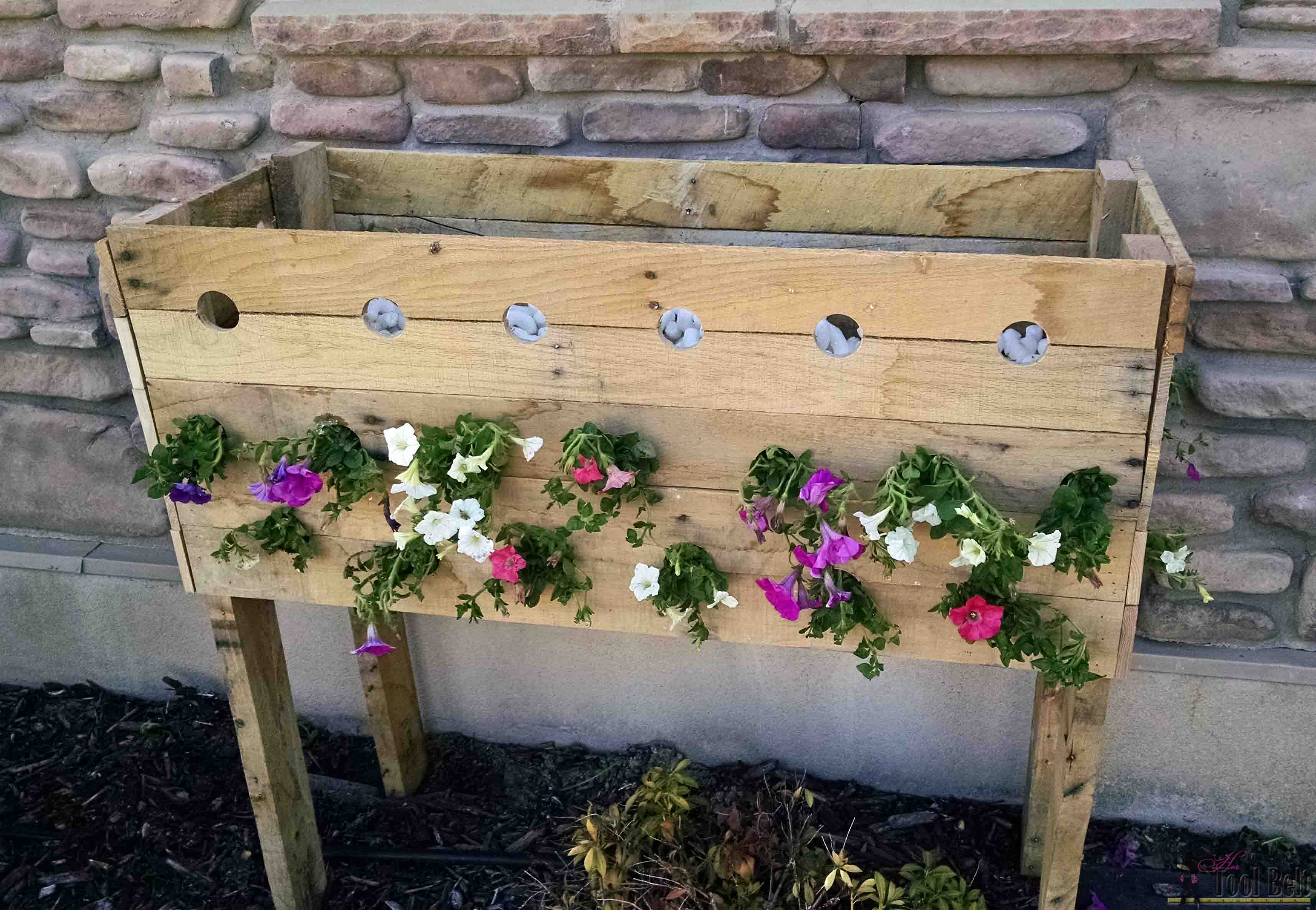 Box à Planter Pallet Planter Box For Cascading Flowers Her Tool Belt