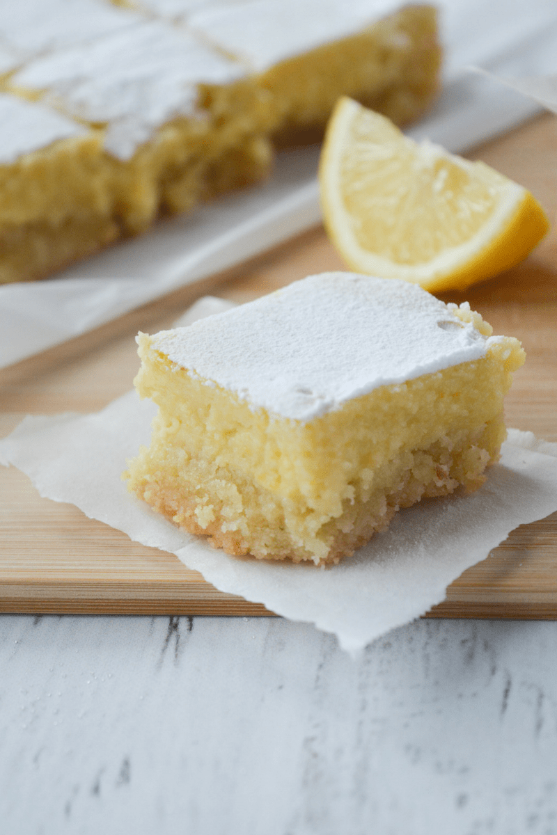 Low Carb Protein Kuchen Keto Lemon Bars