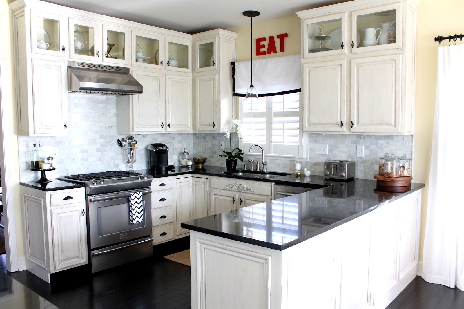 10x10 White Kitchen Cabinets 10 Small Kitchen Design Ideas Will Worth Your Money Hgnv