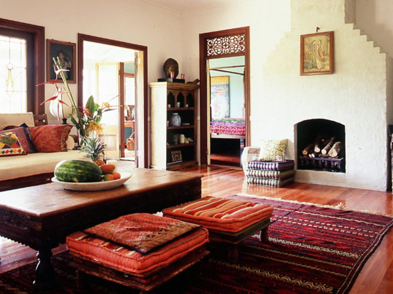 Thai Wohnzimmer Indian Style Living Room With Rich Red Rug Hgtv