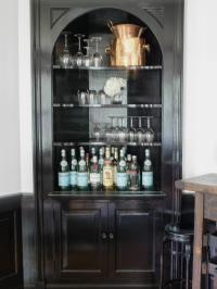 5 Small Space-Friendly Home Bar Ideas | HGTV's Decorating ...