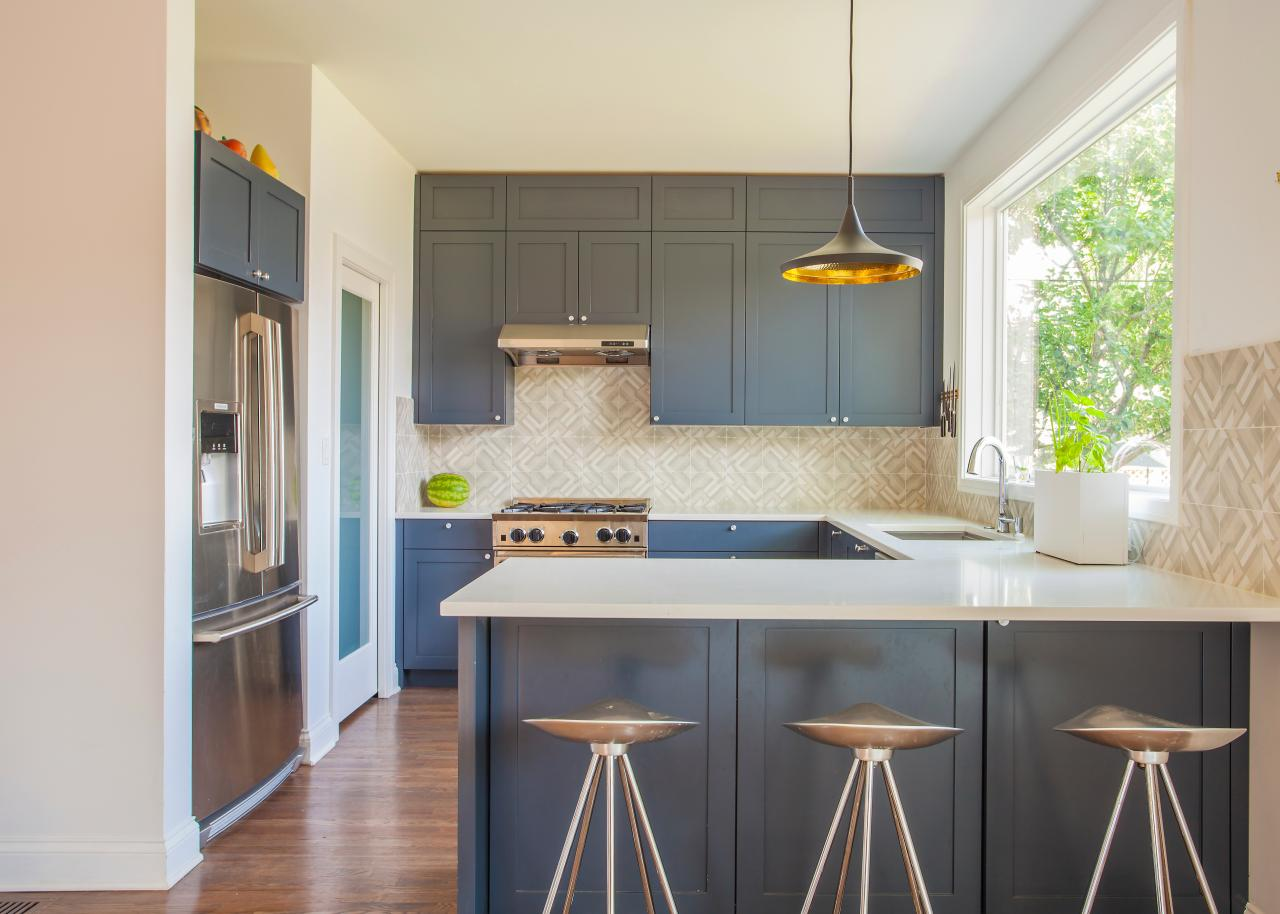 Thai Wohnzimmer Modern Eat In Kitchen Features Blue Gray Cabinets Hgtv