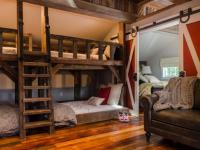 Rustic Bedroom Furniture & Decorating Ideas