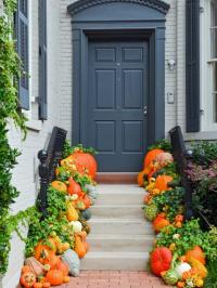 10 Easy Essentials for Outdoor Fall Decorating | DIY
