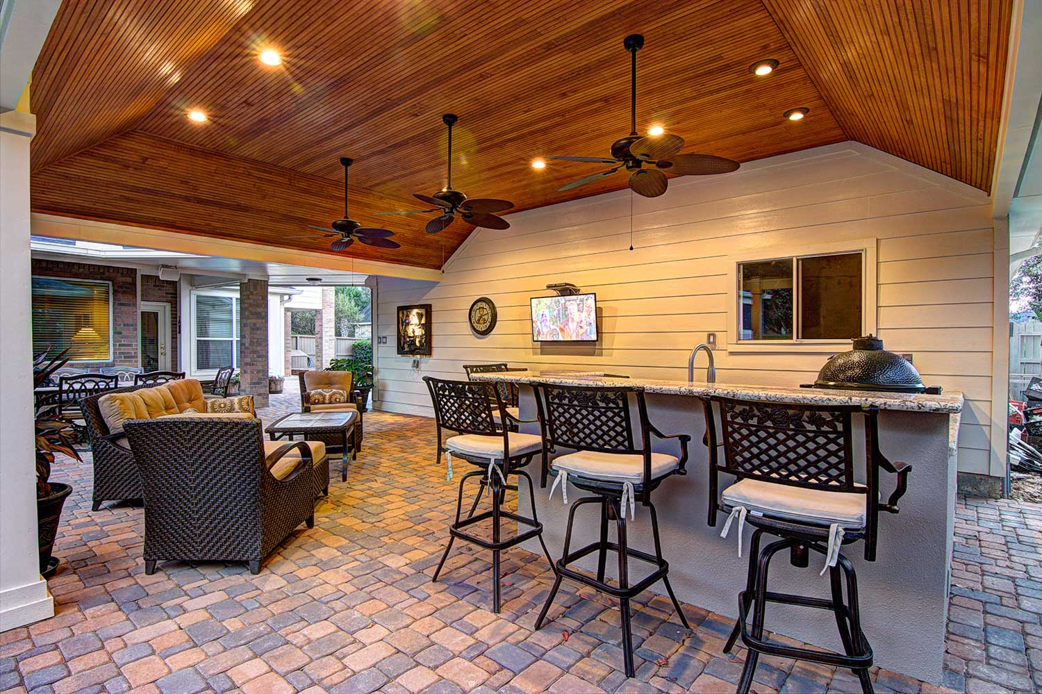 Outdoor Patio Design Pictures Tongue And Grove Patio Cover Plus Outdoor Kitchen Hhi