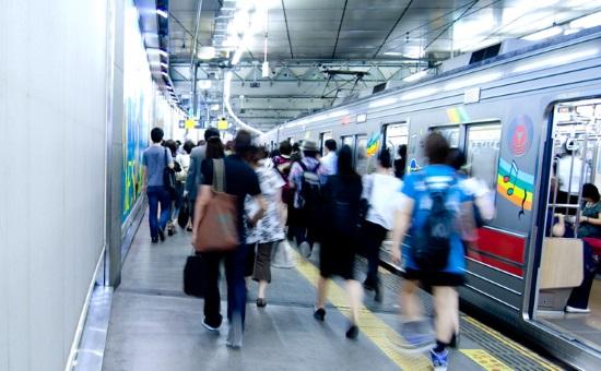 宮外苑花火大会の電車の混雑