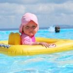赤ちゃんの水着の選び方。日焼けや紫外線、保温に気を付けて!