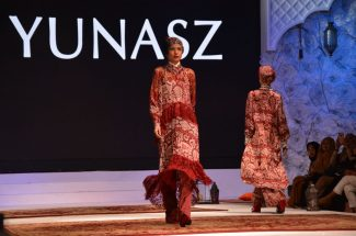 Desainer senior Itang Yunasz turut menampilkan koleksi-koleksinya di ajang The International Woman's Exhibition (FEMME) dan Celebes Beauty Fashion Week (CBFW) di Four Points Makassar, Jumat malam 13 April 2018.