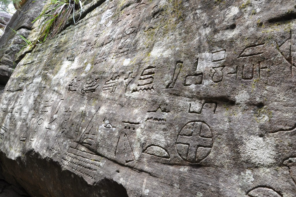 Tapetenmuster Modern Gosford Glyphs: Did The Ancient Egyptians Visit Australia
