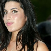 amy-winehouse-extras-03