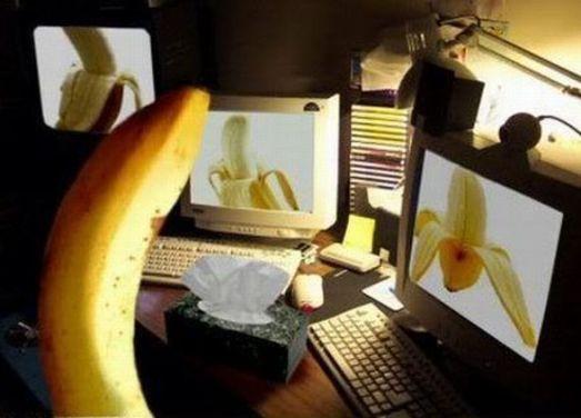 banana vendo bananas na intenet, elas todas descascadas