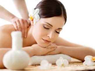 Die Klassische Massage - Nacken und Rückenmassage erlernen  Bild Copyright: Fotolia.de