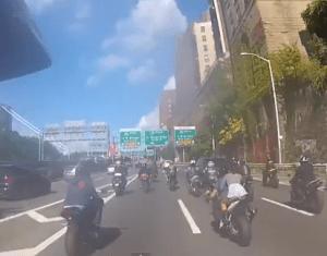 Bikers chase SUV