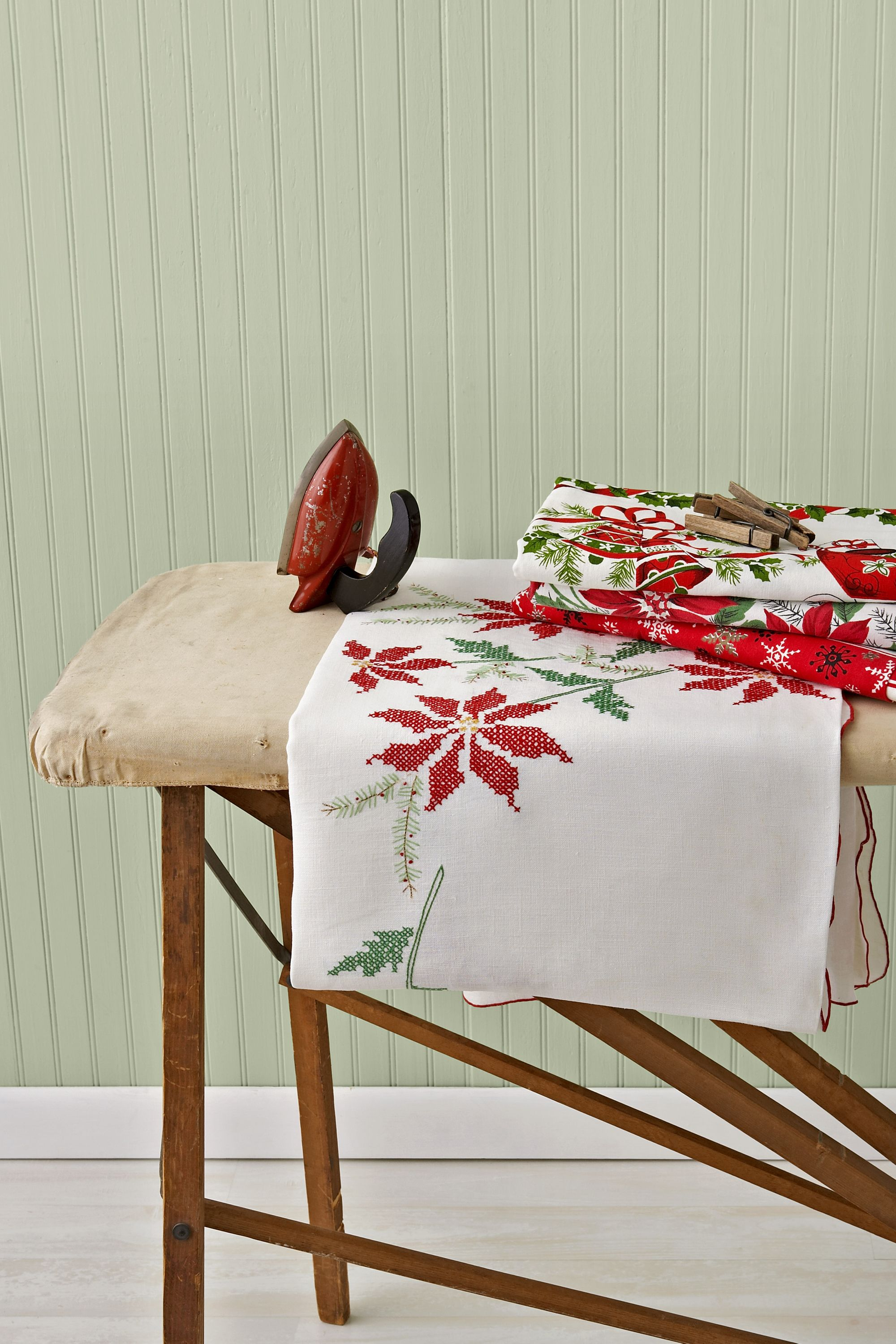 Christmas Tablecloths Australia Vintage Christmas Tablecloths And Linens Collecting Vintage