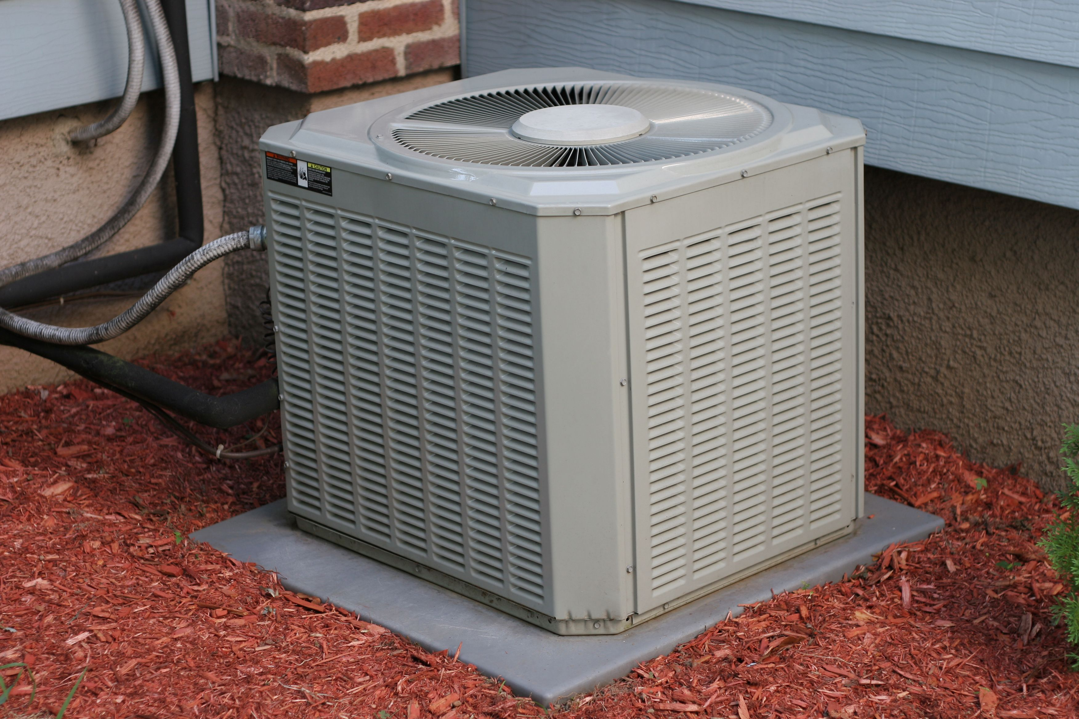 Diy Airco 13 Genius Ways To Hide An Ugly Ac Unit How To Hide An Ugly Ac Unit