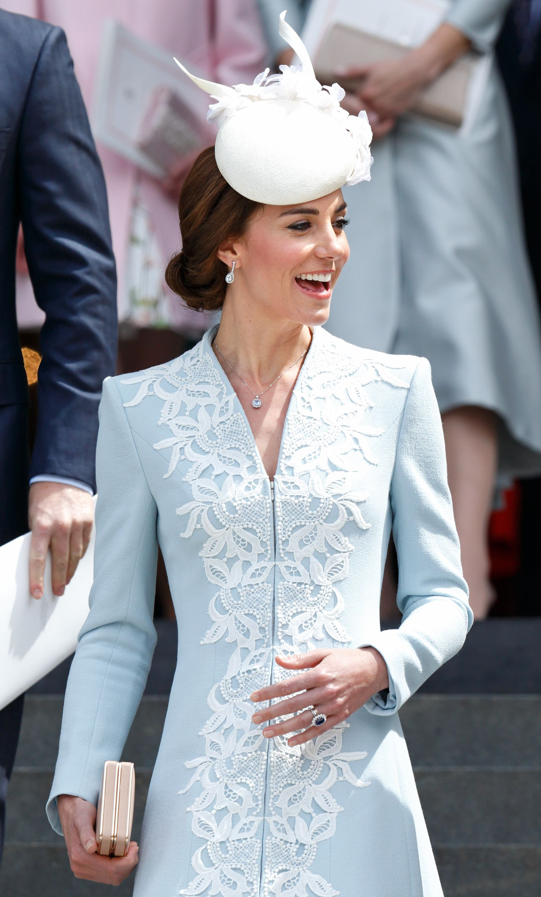 Garderobe Queen Elizabeth Kate Middleton Totally Just Broke The Queen S Rules With This