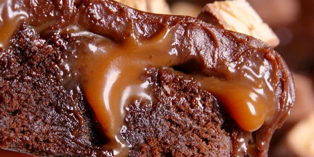 Best Snickers Poke Brownie Recipe How To Make Snickers