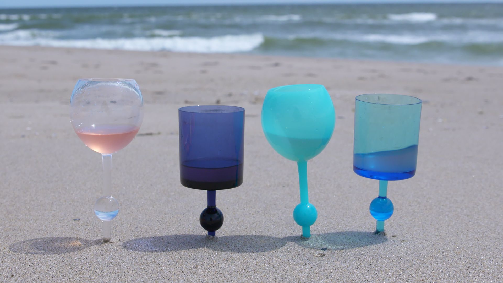 Flat Bottom Stem Wine Glasses These Beach Wine Glasses Were Invented By Accident Where To Buy