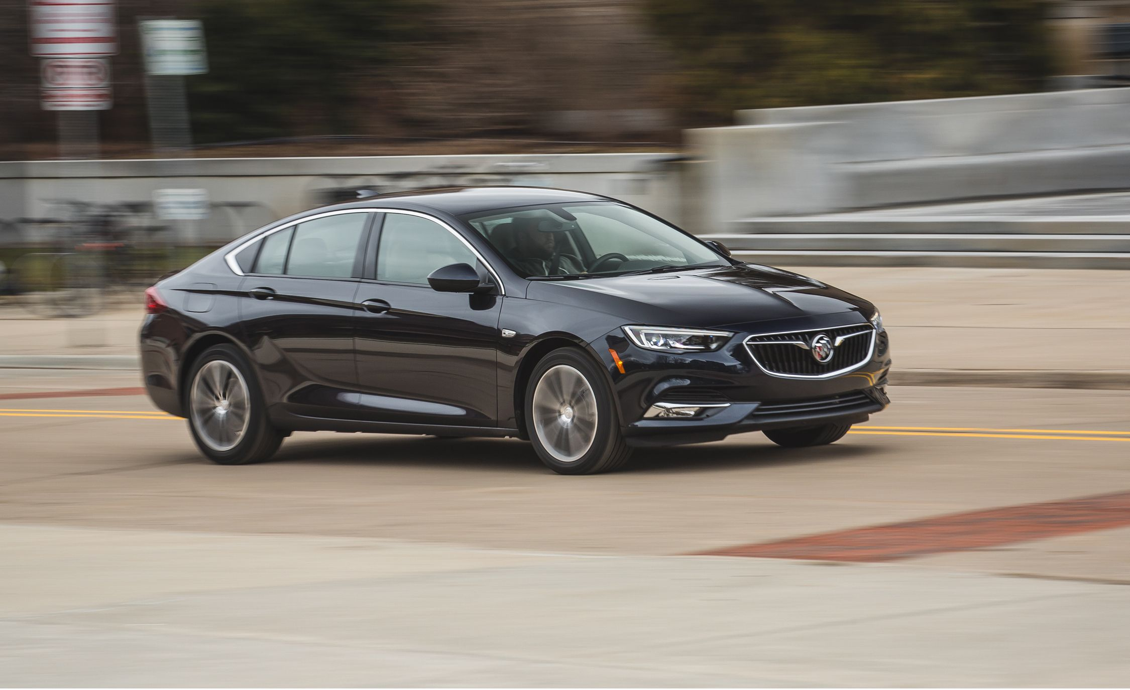 Glasregal 40 X 20 2018 Buick Regal Sportback Fwd Test Review Car And Driver