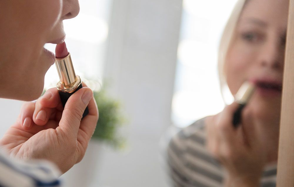 This Woman Says A Lipstick Sample Gave Her Herpes