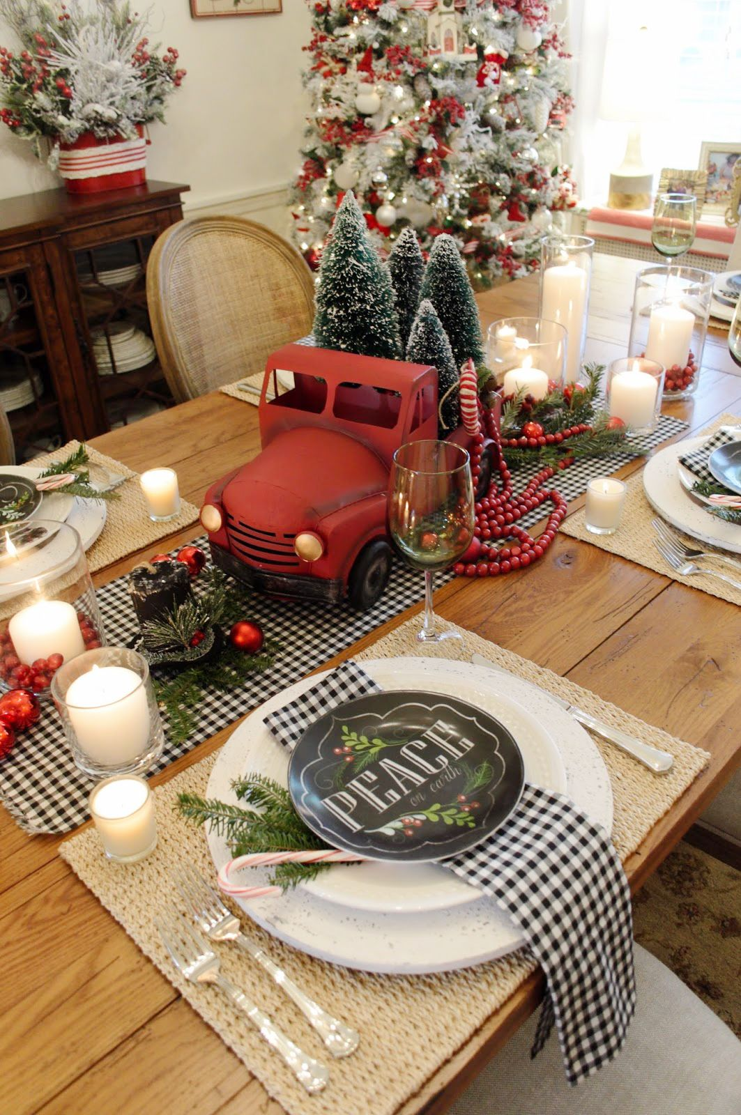 Best Place For Christmas Decorations 43 Best Christmas Table Settings Decorations And Centerpiece
