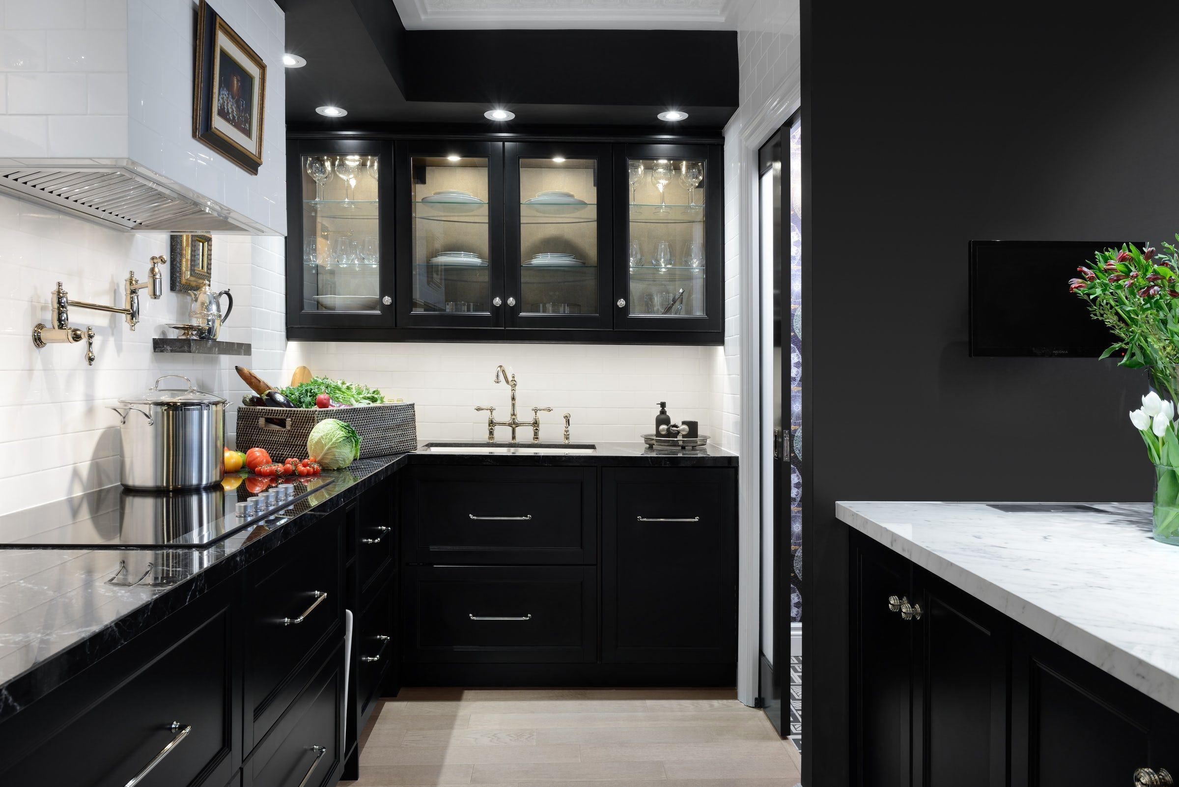 30 Sophisticated Black Kitchen Cabinets - Kitchen Designs With Black Cupboards