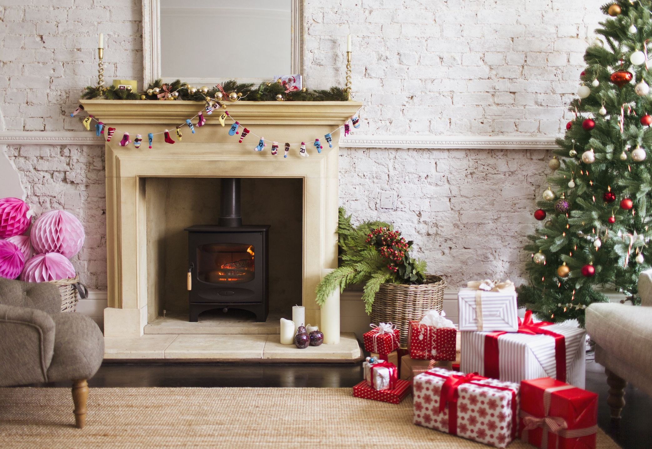Decorations For Fireplaces 15 Christmas Mantel Decor Ideas Fireplace Holiday Decorations