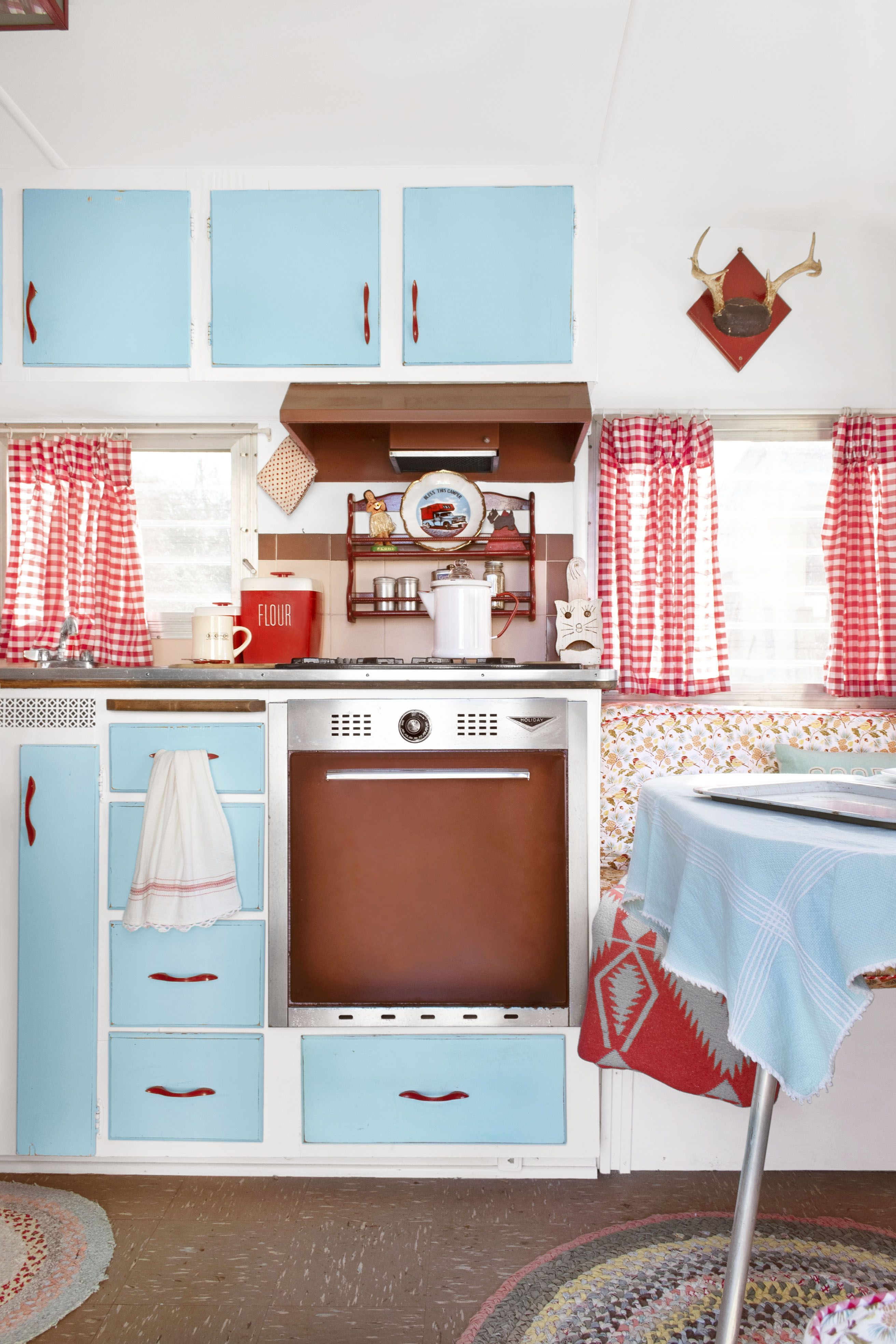 Pink Kitchen Paint 15 Best Paint Colors For Small Rooms Painting Small Rooms