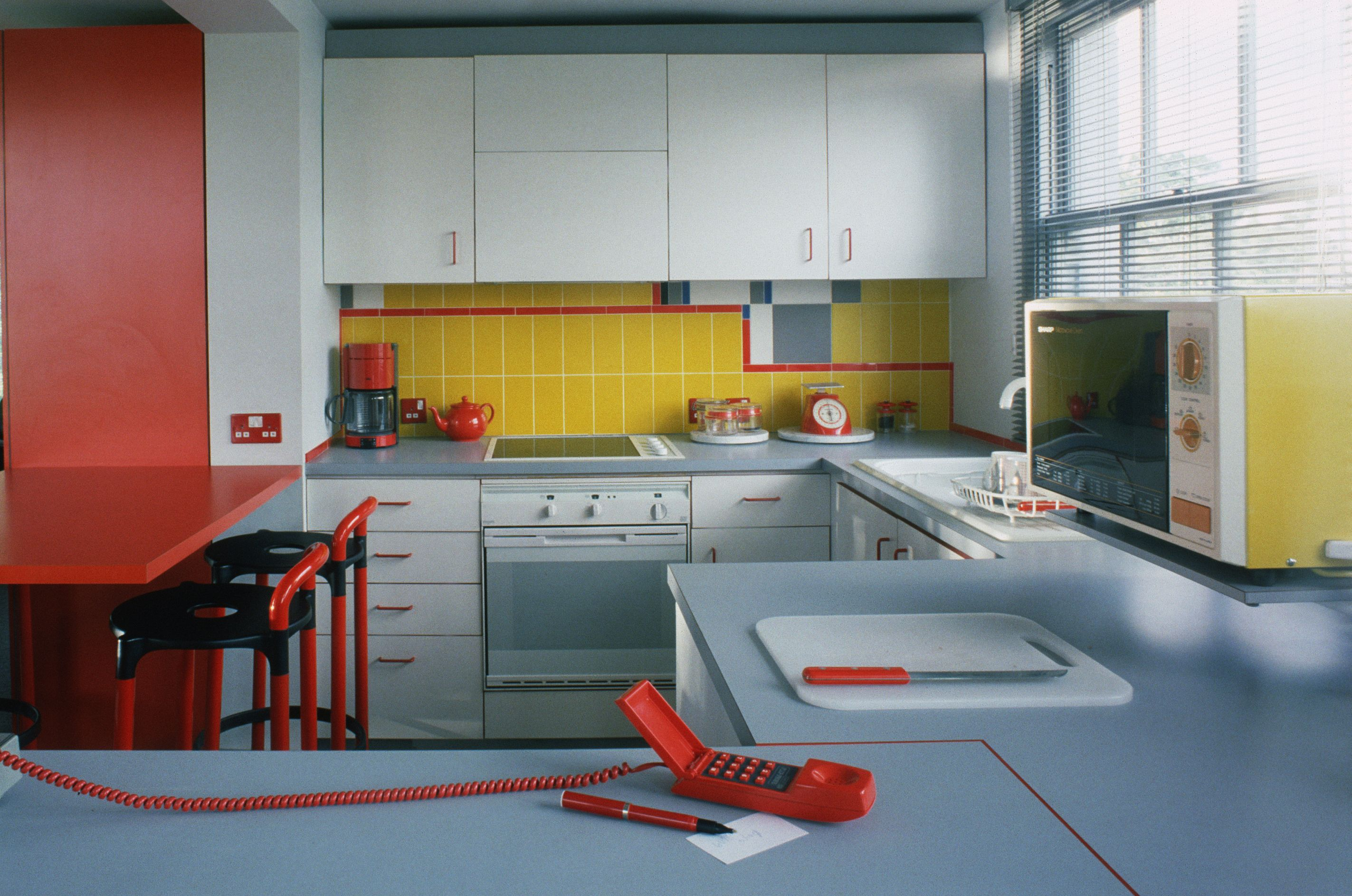 1950s Kitchen Design 25 Cool Retro Kitchens How To Decorate A Kitchen In Throwback Style