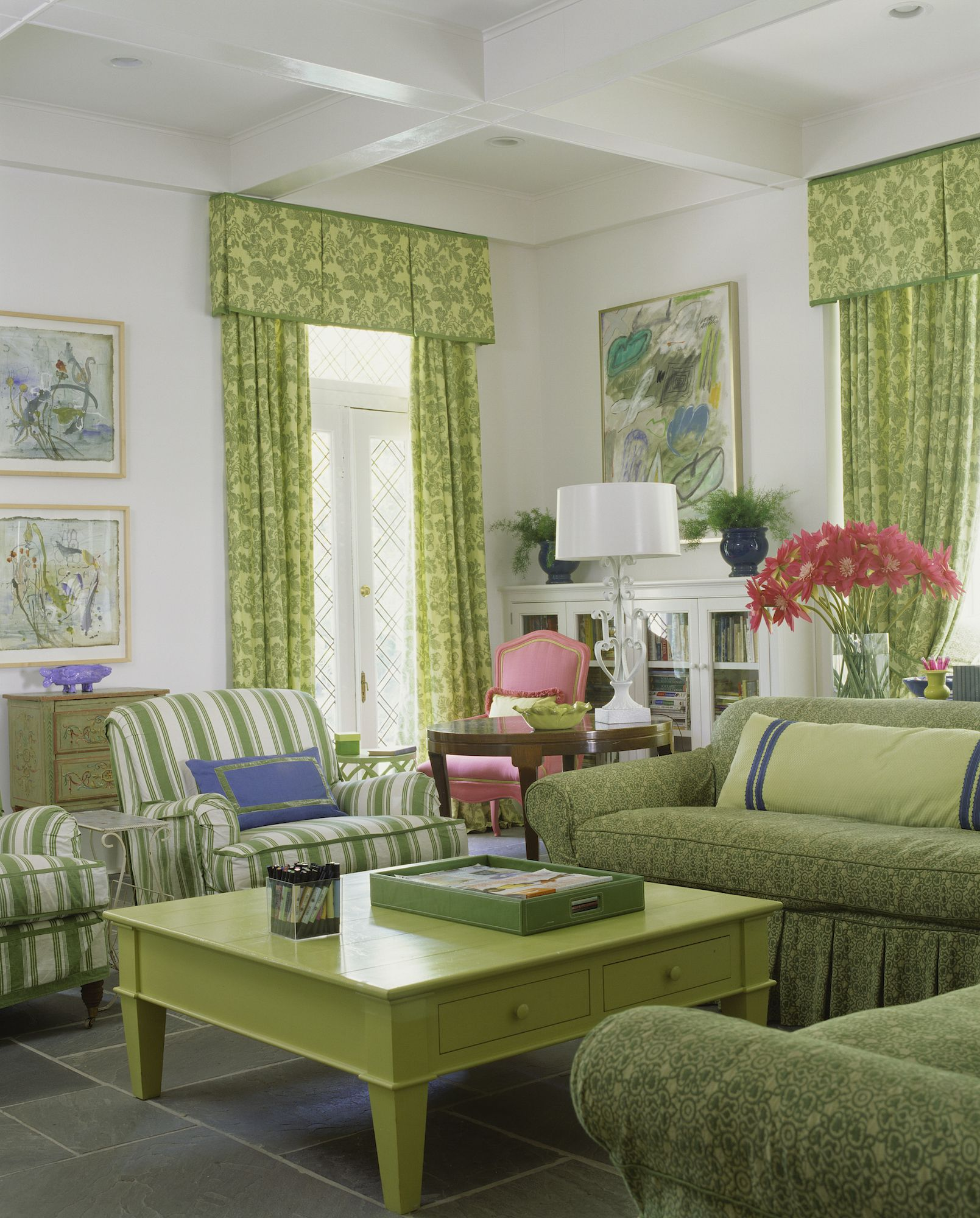 Trends Sofa 40 Decorating Trends That Are Out Most Outdated Home Decor