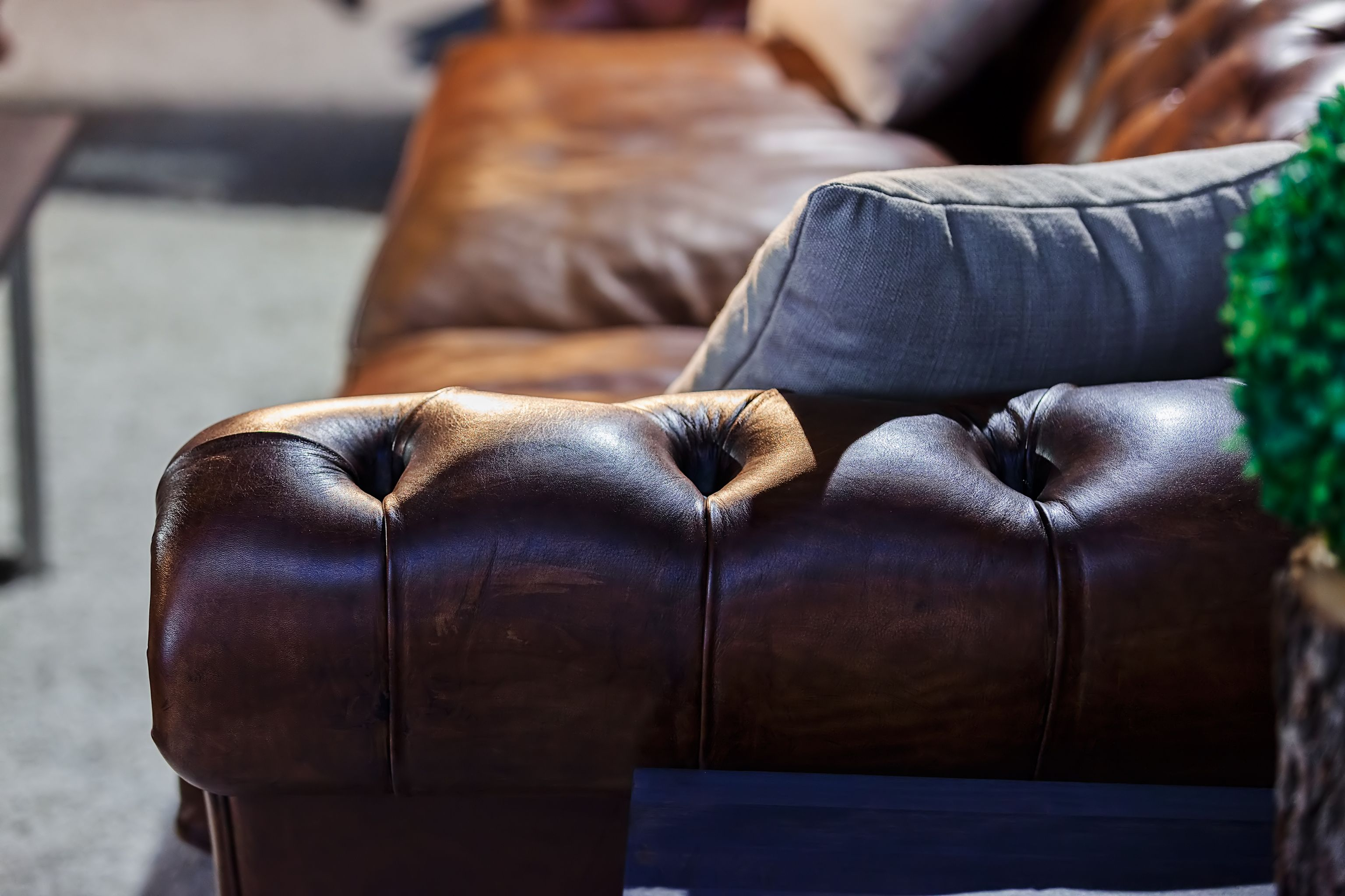 How To Choose And Buy A Vintage Leather Sofa Vintage Sofas