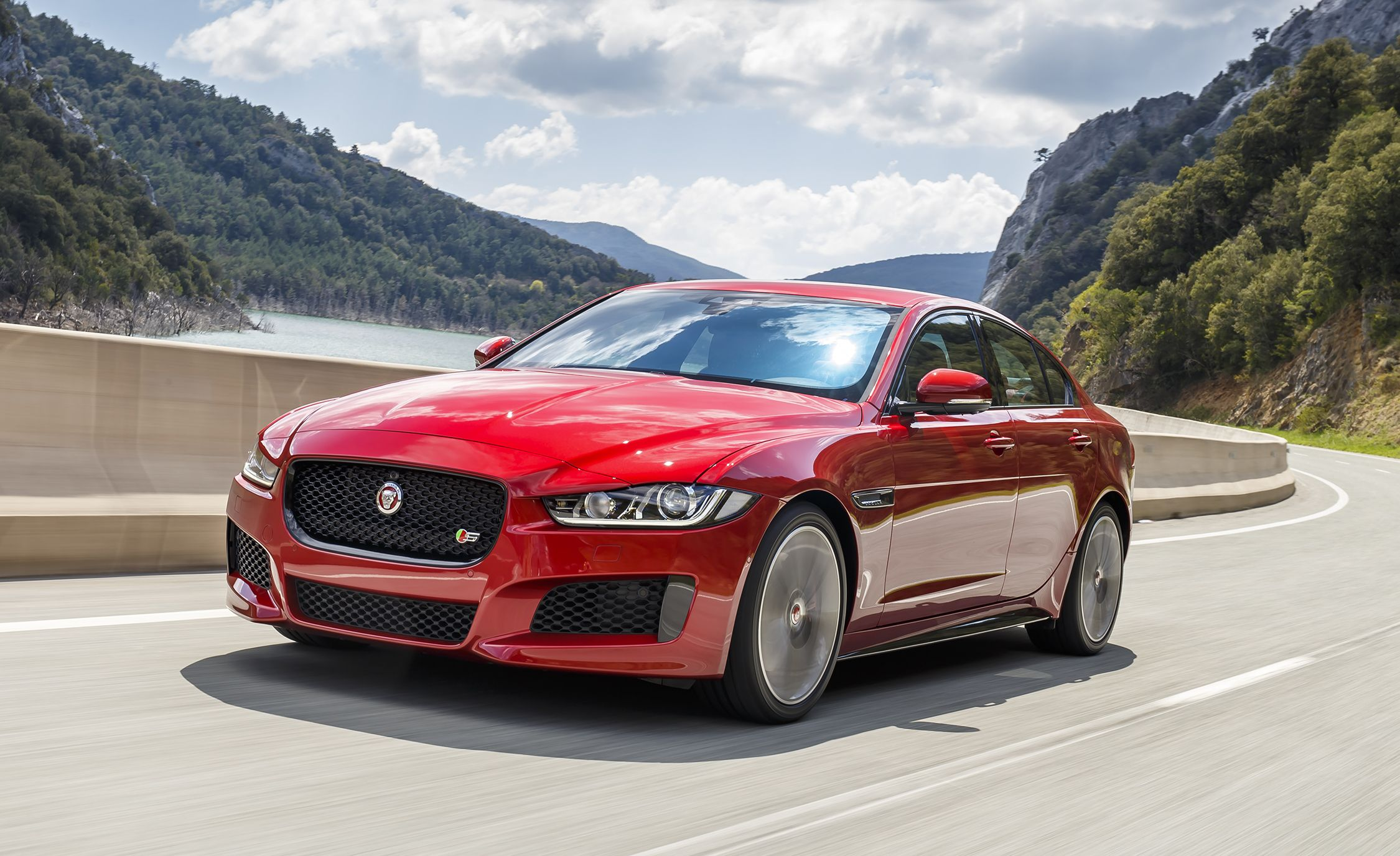 Jaguar Xe Engine 2018 Jaguar Xe Updated With New Engine Options 8211 News 8211