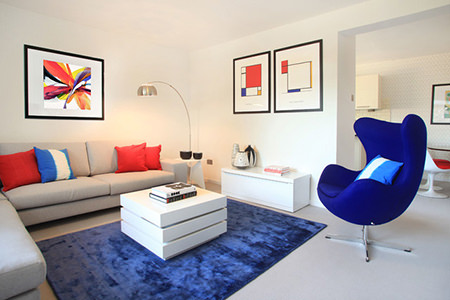 Sitting room with cornflower blue rug and egg chair
