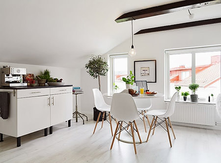 White kitchen-diner in Sweden