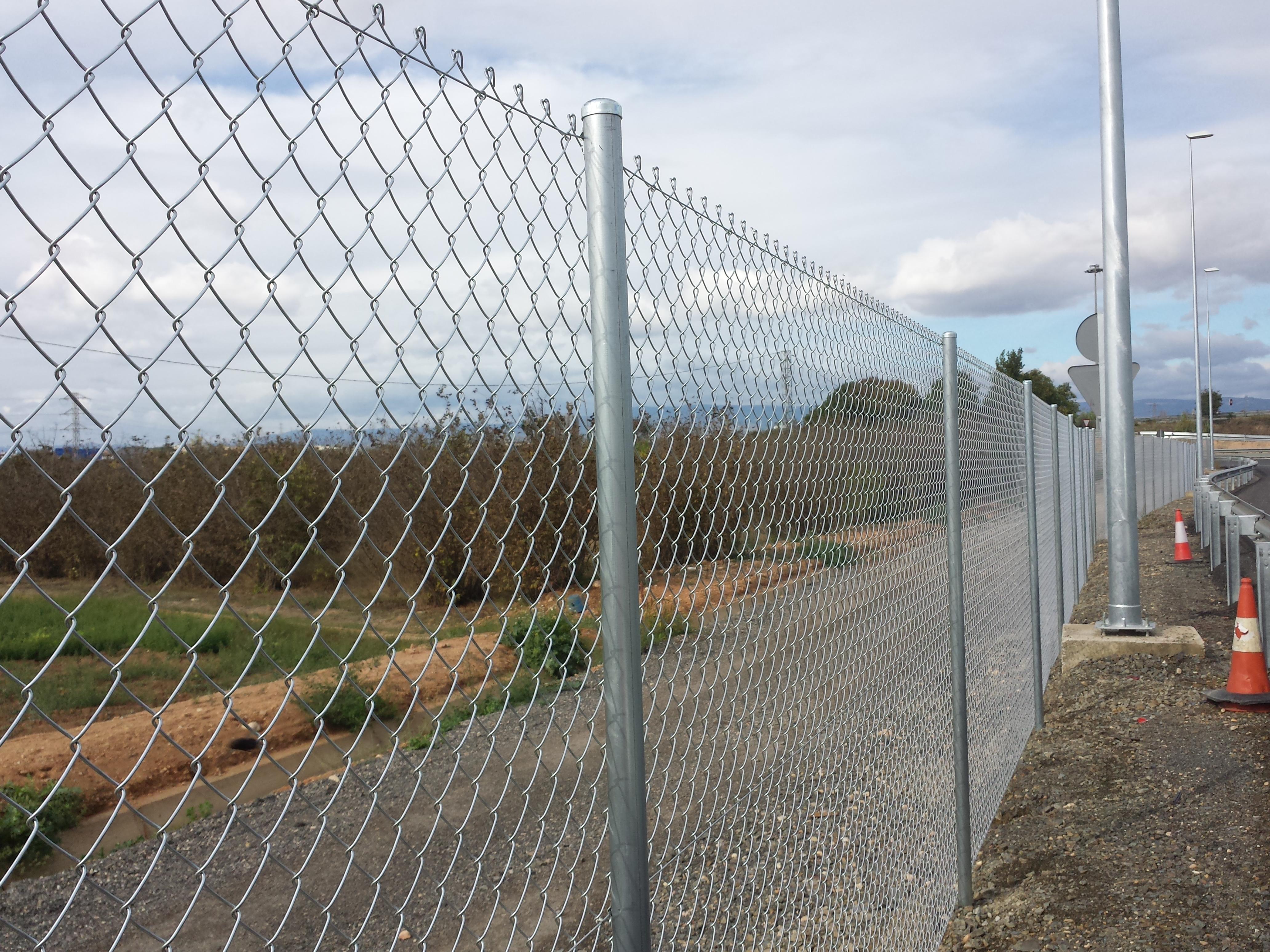 Montaje valla vallados cercados fincas malla anudada for Cercados jardin
