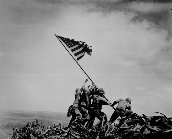 Beroemde foto die door Joe Rosenthal werd gemaakt op Iwo Jimo