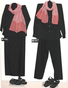 Het kostuum dat mannen en vrouwen verplicht moesten dragen van de Rode Khmer - Foto: CC/Toony