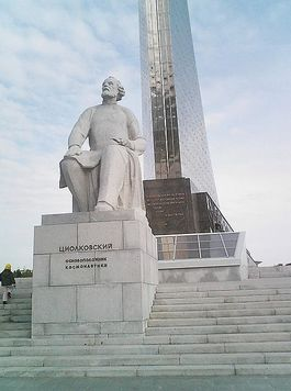 Monument voor Konstantin Tsjolkovski in Moskou