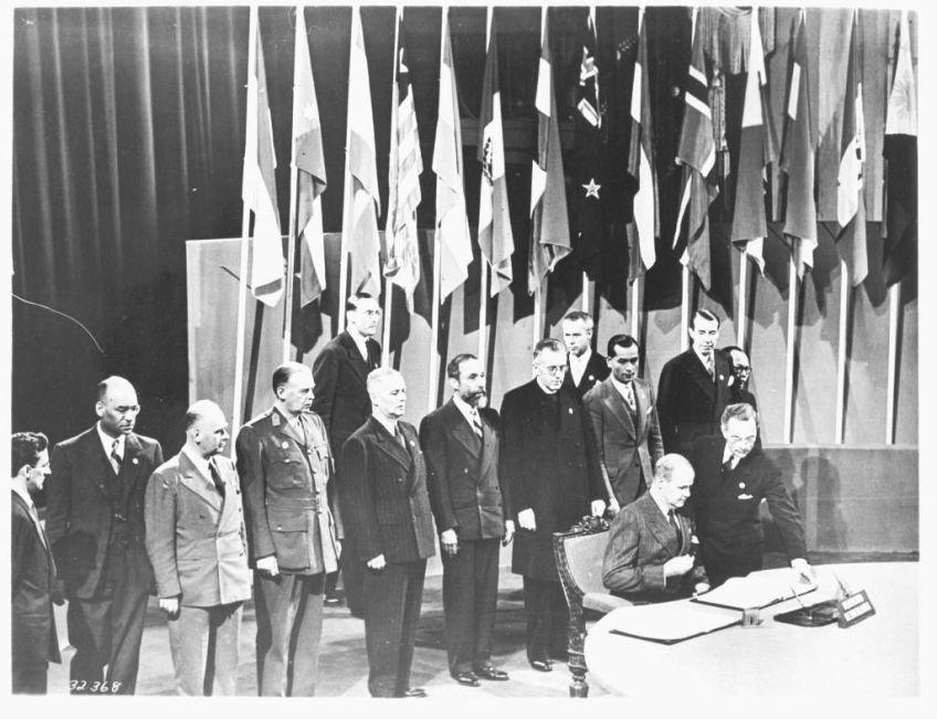 De Nederlandse ondertekening van het VN-verdrag - Foto: beeldbankwo2/niod