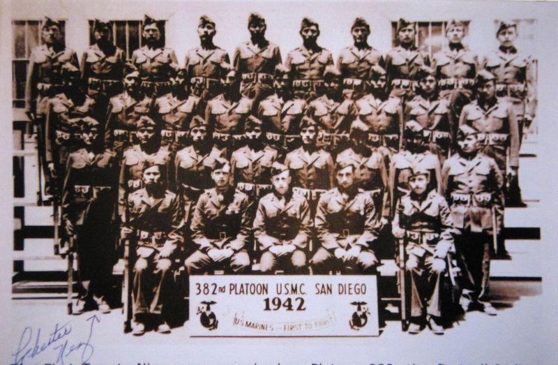 Chester Nez, staand vooraan links (archief Nez familie)