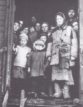 Toen het zuidwesten van Polen deel ging uitmaken van Oekraïne werden de daar wonende Polen na een reis van twaalf dagen gedwongen zich opnieuw te vestigen in het 'Wilde Westen'; het geannexeerde Duitse grondgebied.